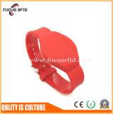 Bracelete impermeável da alta qualidade RFID com silicone e material plástico