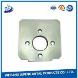 Aluminiumstempel zerteilt das Metall, das Teile stempelt
