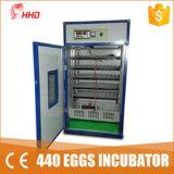 На заводе Hhd питания 500 яиц на заводе питания полностью автоматическая инкубатор для куриных яиц, утвержденном CE