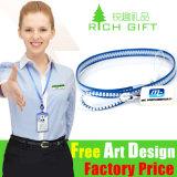 Satén barato multicolor de la insignia de encargo/acollador de nylon con el titular de tarjeta plástico