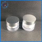 Kosmetik, die Plastikglas-Behälter mit Aluminiumschutzkappe verpackt