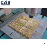 Modificar la puerta de madera del color para requisitos particulares que hace el corte del ranurador del CNC