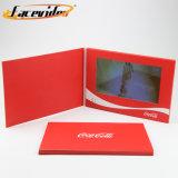 Facevideo 7 polegadas TV LCD HD em uma placa de vídeo de amostra para o lançamento do produto Módulo Brochura Convite
