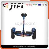 電気スクーターの彷徨いのボードHoverboardのバランスをとっているセリウム2の車輪の自己