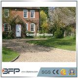 El paisaje del jardín cubre con grava la piedra de Naturla Curshed