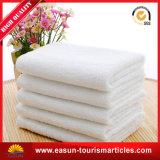 高品質のホテルまたは航空会社のための100%年の綿の正方形の形