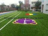 フットボール裁判所の人工的な泥炭の草