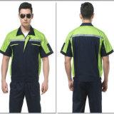 Uomini su ordinazione del meccanico degli indumenti da lavoro di usura dell'operaio di marchio che lavorano uniforme