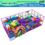 Campo da giuoco dell'interno del trampolino con la strumentazione della trasparenza da vendere (M11-C0015)