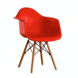 Bras en plastique chaise avec les jambes en bois Accueil de salle à manger