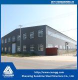 Costruzione chiara prefabbricata della struttura d'acciaio con materiale da costruzione per il magazzino