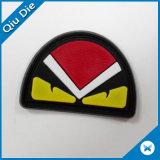 Tag de couro de borracha redondo do pássaro vermelho irritado popular do projeto para calças de brim/sacos