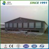 Estrutura de aço pré-fabricadas no depósito do Prédio de Escritórios de oficina