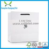 Handgemachtes weißes Kraftpapier-Luxuxeinkaufen-Papierverpackenbeutel mit dem Firmenzeichen gedruckt