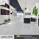 工場価格のCarcaraの白い大理石デザインによって艶をかけられる磁器の床タイル