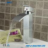 Robinet en laiton de bassin d'économie de l'eau de compartiment bleu