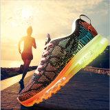 2017の新しい運動靴の通気性のFlyknitのスポーツはZapatosに蹄鉄を打つ