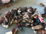 ال كثير [هوتست] عمليّة بيع كاملة من يستعمل أحذية لأنّ سوق إفريقيّة