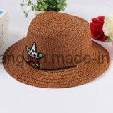 O chapéu de palha dos homens da promoção, verão ostenta o boné de beisebol