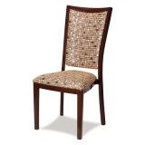A madeira imitou o metal que janta a cadeira