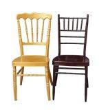 終わる金をスタックし結婚式のためのTiffany Chiavariの椅子を食事する