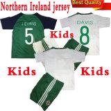 新しい2016北アイルランドの2017年のホームおよび離れた子供のサッカージャージー