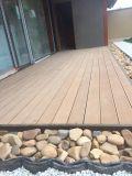 Decking de madera compuesto plástico de madera mejor que la madera tratada presión