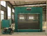 La prensa caliente de la máquina para hacer muebles de madera contrachapada