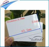 プラスチックPVCチップが付いている白いブランクカード
