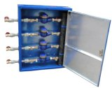 屋外の縦の水道メーターボックス