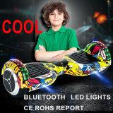 세륨 10 인치 소형 LED 가벼운 Bluetooth 스피커와 균형을 잡아 지능적인 균형 2 바퀴 LED 전기 스쿠터 각자