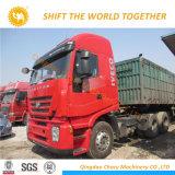 Mano sinistra 2018 dell'Iveco che conduce il camion del trattore di 6X4 420HP