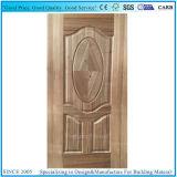寄木細工の床のチークベニヤによって形成されるHDFのドアの皮
