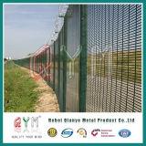 358反上昇によって溶接される金網の塀か高い安全性の塀