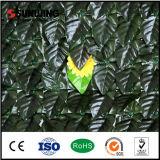 屋外の人工的なシュロの葉のプラントプライバシーの壁の塀カバー