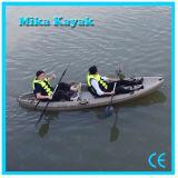 3人釣は上のプラスチックボートグループのカヤックの販売で置かれる