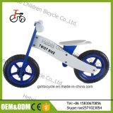 L'équilibre en bois de gosses courants de la Chine joue le vélo en bois de bébé