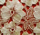 服のためのミルクヤーンの金の糸の花の化学レース