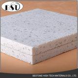 Azulejos de suelo artificiales durables de la piedra del cuarzo con las virutas