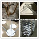 方法様式の白い長方形の食事の椅子