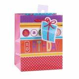 La ropa de la torta de cumpleaños calza las bolsas de papel del regalo de la manera del juguete