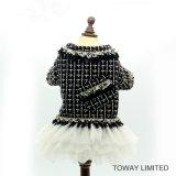Couche mignonne de tricotage de crabot de qualité avec le vêtement d'animal familier de robe
