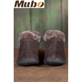冬の慰めの羊皮の女性の偶然靴