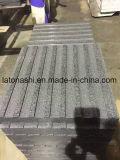 Mattonelle grige scure naturali fiammeggiate del granito di G654 Padang per le mattonelle di pavimento