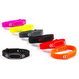 Wristband su ordinazione del silicone di sport di marchio e di formato di Deboss/braccialetto per il regalo di promozione, elastico