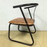 椅子を食事する屋外の商業レストランの喫茶店の家具の金属