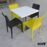 Superficie solida della mobilia moderna che pranza le presidenze e le Tabelle per il ristorante (171121)