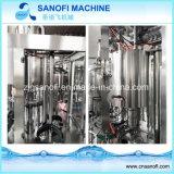 Petite chaîne de production d'eau embouteillée