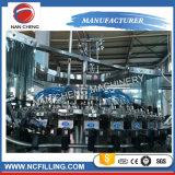 Máquina de rellenar de la cerveza automática llena de la botella de cristal