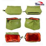 Señora RPET cosméticos conforman un bolso de mano de viajes